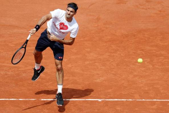 federer-returns-on-opening-day-at-roland-garros_large